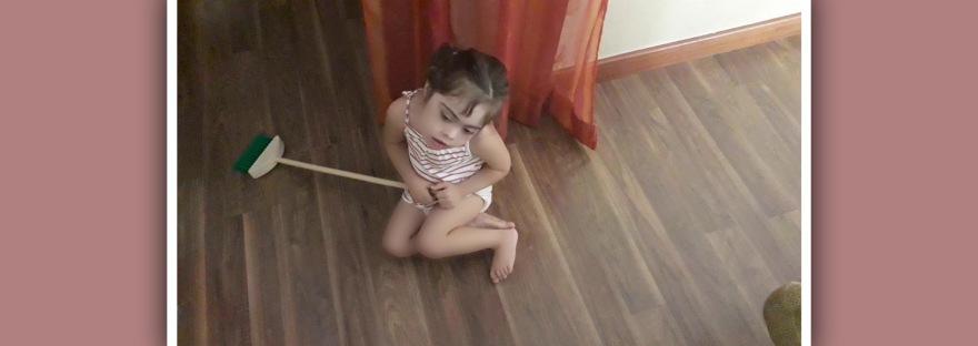 imagen tareas del hogar en ninos con sindrome de down
