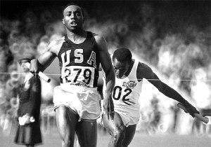 imagen de Jim Hines batiendo record 100 metros lisos