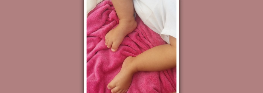imagen de pies niña con sindrome de down